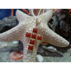Pendentif or 18 carats et corail rouge