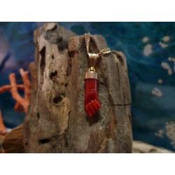 Pendentif main en corail rouge et or 18 carats